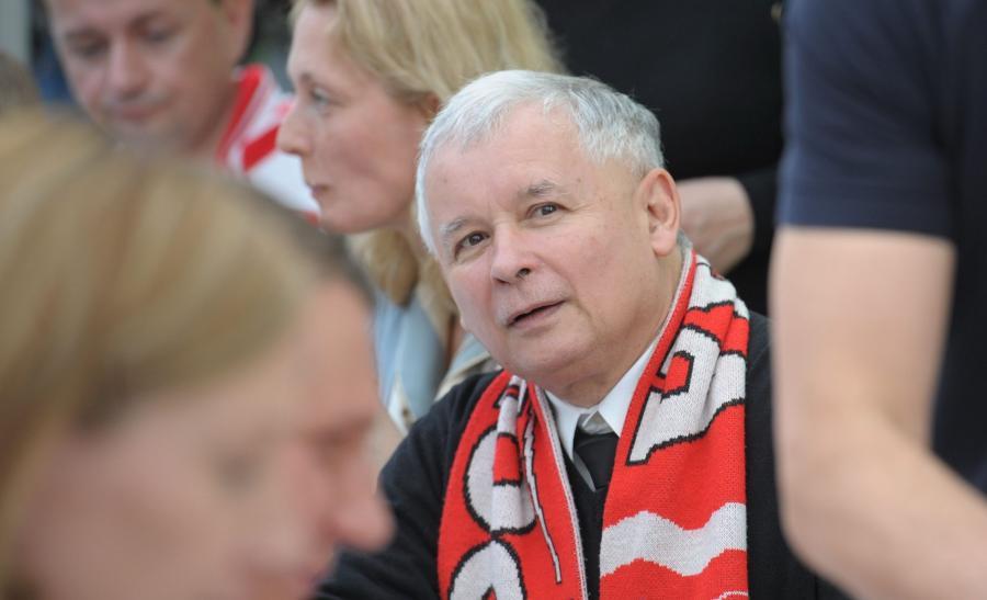 Prezes PiS Jarosław Kaczyński ogląda na warszawskim Żoliborzu mecz Polska-Grecja inaugurujący piłkarskie mistrzostwa Europy Euro 2012