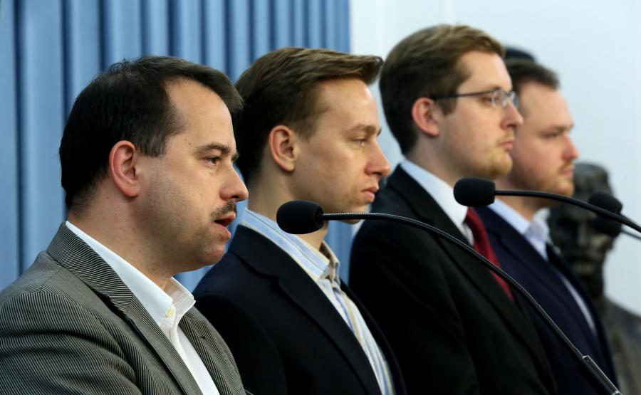 Członkowie Ruchu Narodowego, od lewej: Artur Zawisza, Krzysztof Bosak, Robert Winnicki i Witold Tumanowicz, podczas konferencji prasowej w Sejmie