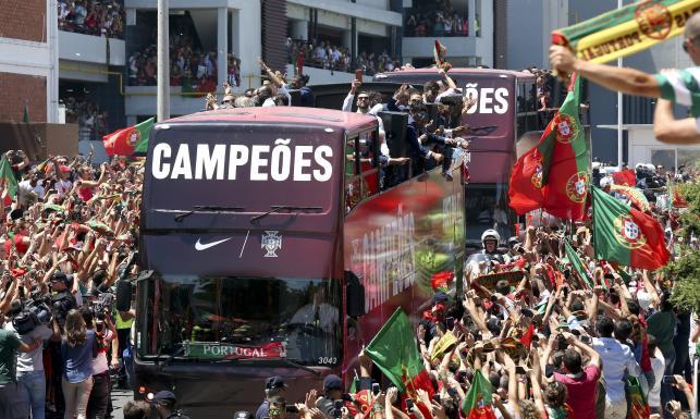 Mistrzowie Europy wrócili do domu. Portugalia powitała swoich bohaterów. ZDJĘCIA
