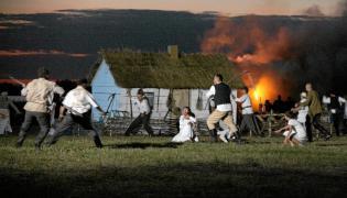 Inscenizacja pacyfikacji polskiej wsi na Wołyniu, zrealizowana 20 czerwca 2013 roku w Radymnie