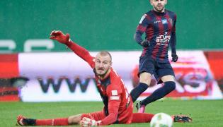 Bramkarz Lechii Gdańsk Vanja Milinkovic-Savic (L) i Spas Delev (P) z Pogoni Szczecin
