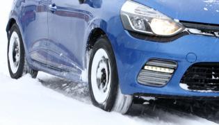 Jazda zimą na letnich oponach może spowodować, że w razie kolizji nie dostaniemy odszkodowania z autocasco