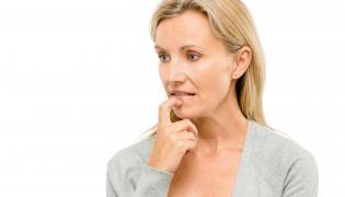 Kobieta zastanawia się