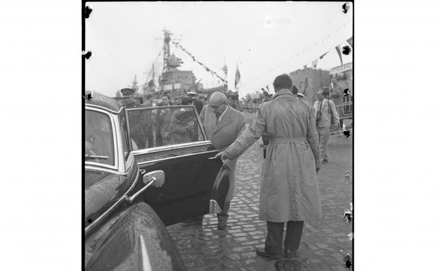 Władysław Gomułka wsiada do Adenauera