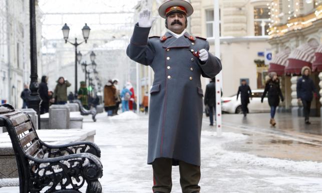 Komuniści świętują na Placu Czerwonym. Urodziny obchodzi... Stalin [ZDJĘCIA]