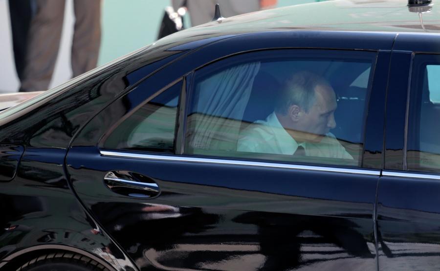 Obecnie Władimir Putin porusza się odpowiednio przystosowanym Mercedesem klasy S