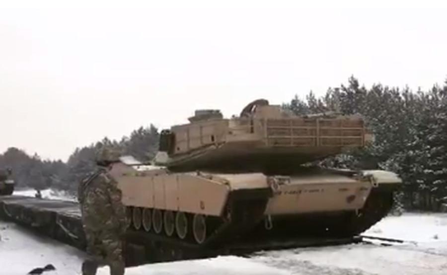Wyładunek czołgu Abrams w Polsce