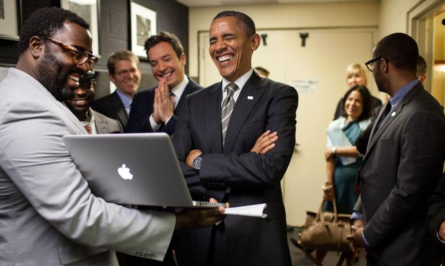 Takiego wyluzowanego prezydenta wcześniej nie było? NAJLEPSZE ZDJĘCIA z dwóch kadencji Obamy