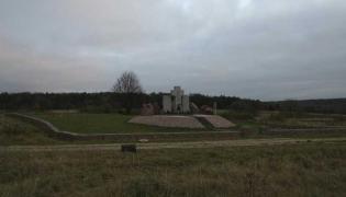 Pomnik w Hucie Pieniackiej
